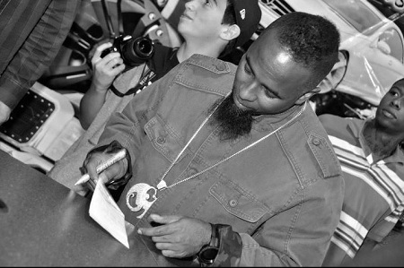 Tech N9ne Signs For Fans At KC Trends