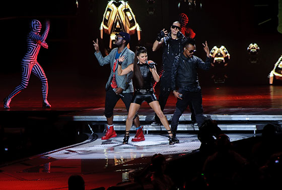 Black_Eyed_Peas_Performing_at_END
